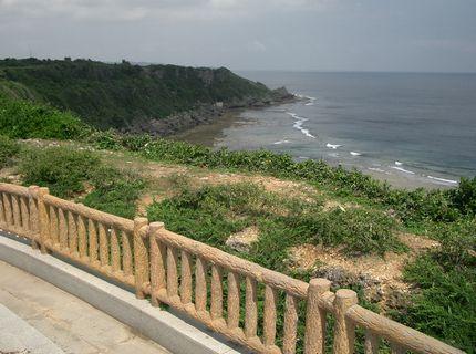平和記念公園の太平洋側の断崖.jpg